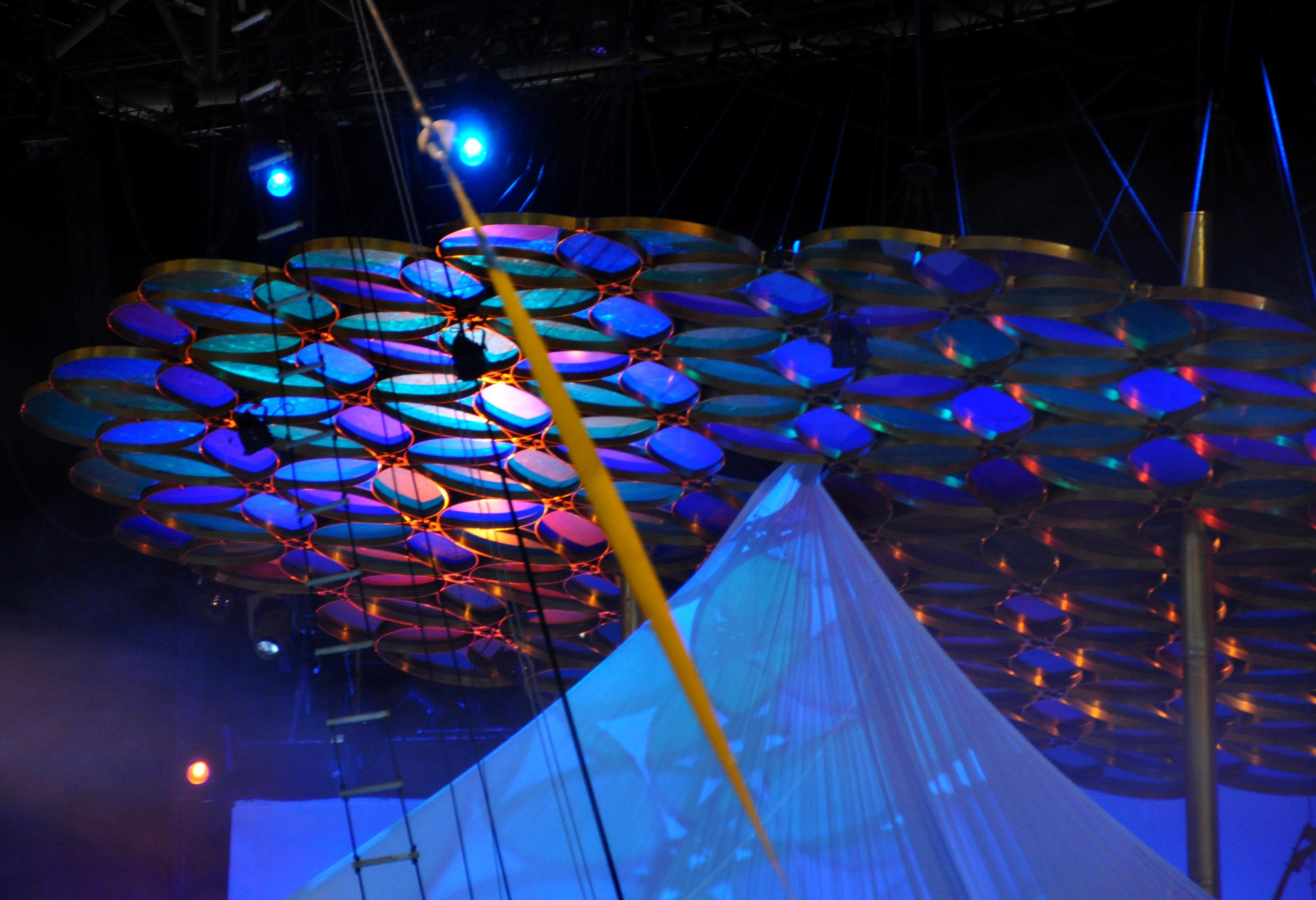 CIRQUE du Soleil_Cirkus... pred začiatkom predstavenia.