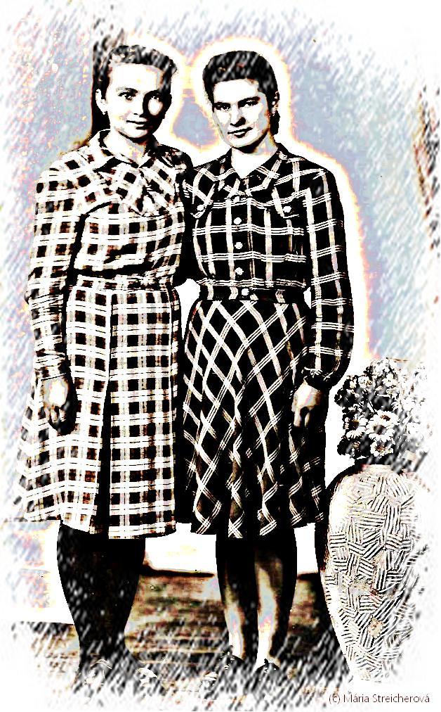 Dve priateľky na ateliérovej fotke, približne z roku 1946